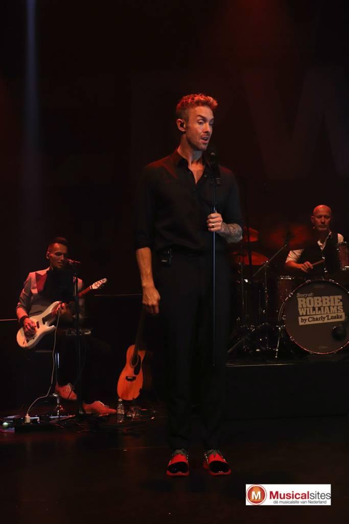 Story-of-Robbie-Williams-Jeanne-Rutgers-11