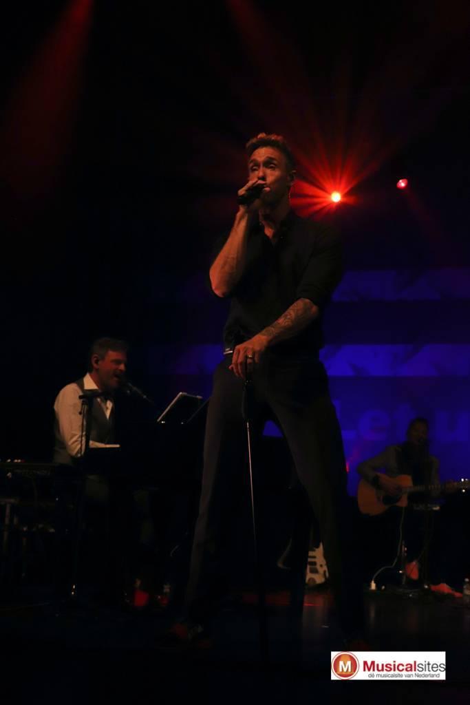 Story-of-Robbie-Williams-Jeanne-Rutgers-3
