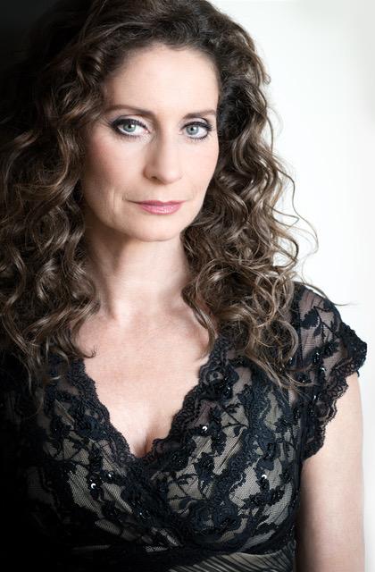 02 Pia Douwes Simone Leonhartsberger
